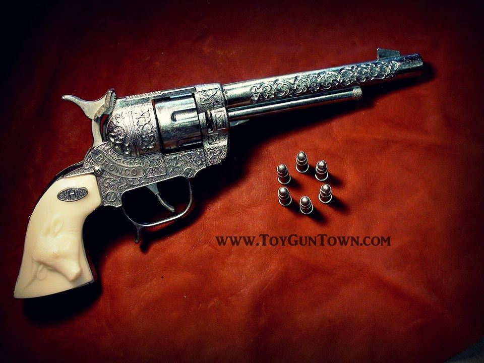 Bronco-44-toy-cap-gun-made-in-USA